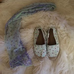 🌼Cute little scarf and matching espadrilles!!🌼